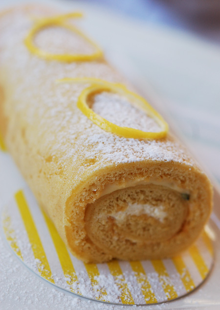 Passionfruit-Sponge-Roll1