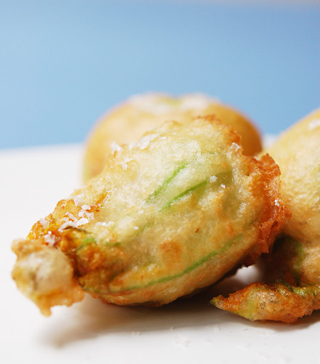 Crab_stuffed_zucchini_blossoms