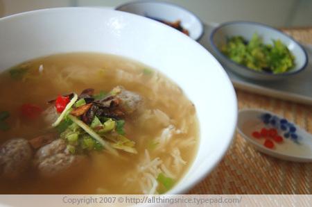 Soupy_rice_condiments